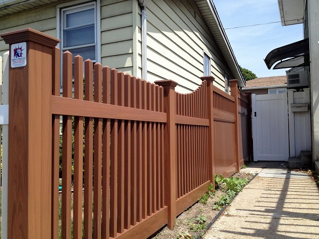48 Saturn Straight Woodgrain Vinyl Fence With Transition